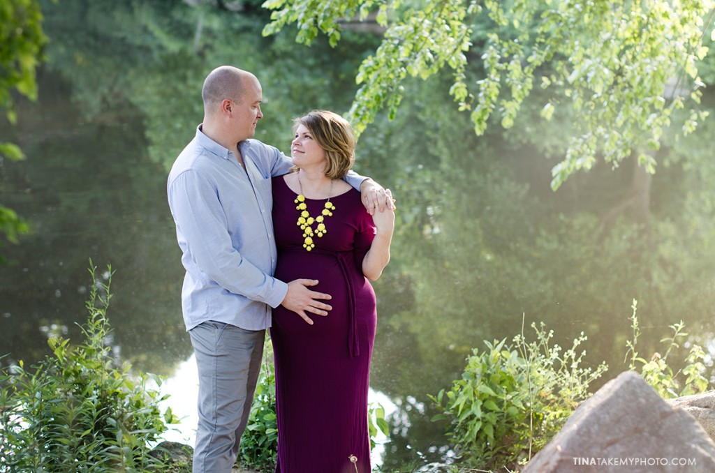 sunny-sweet-outdoor-country-maternity-photography-virginia (9)