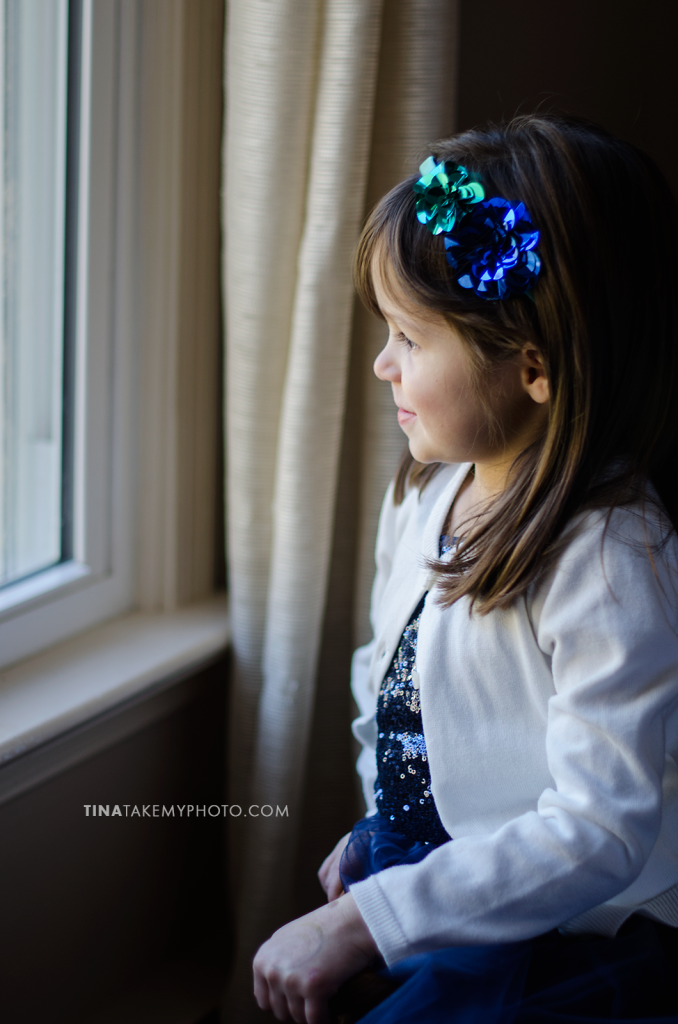 Vega-Family-Window-Portrait-Child-Photography-Sneak