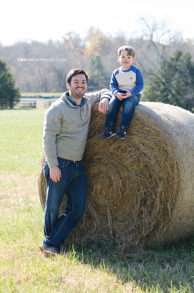 Richmond-Goochalnd-Sunny-Winter-Farm-Family-Dad-Son-Hay-Bale-Photographer (19)
