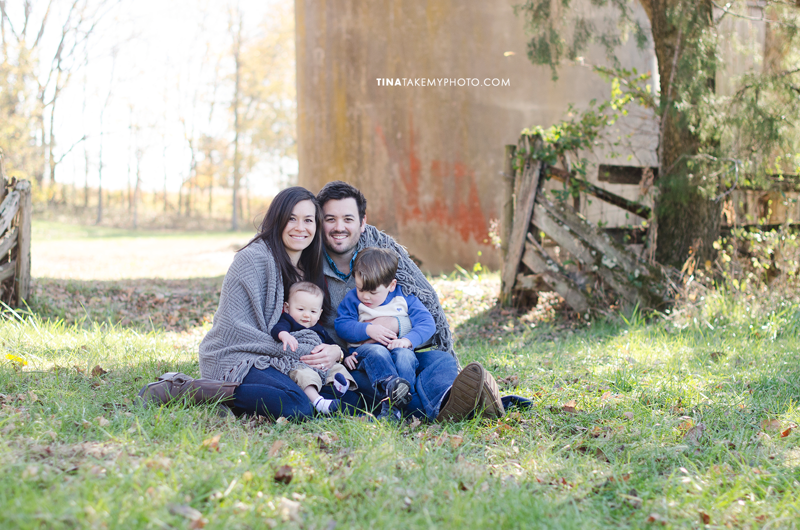 Richmond-Goochalnd-Sunny-Winter-Farm-Family-Session-Photographer (22)