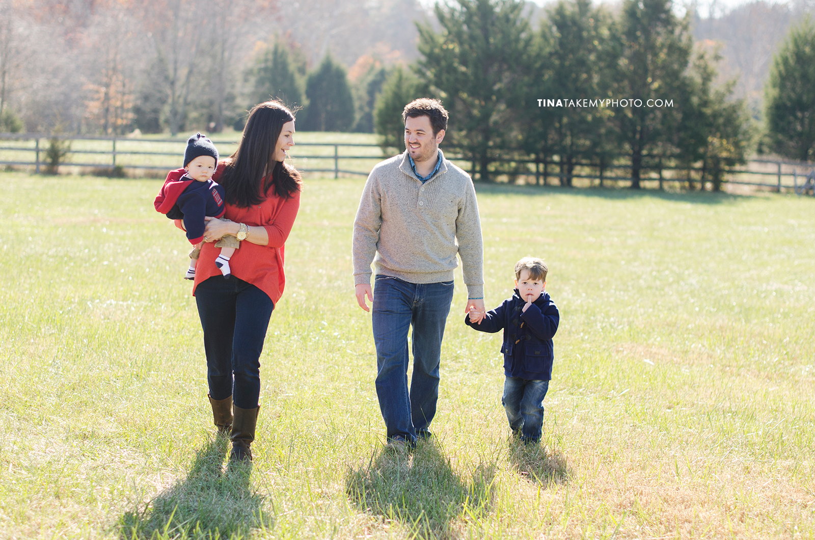 Richmond-Goochalnd-Sunny-Winter-Farm-Family-Session-Photographer (8)