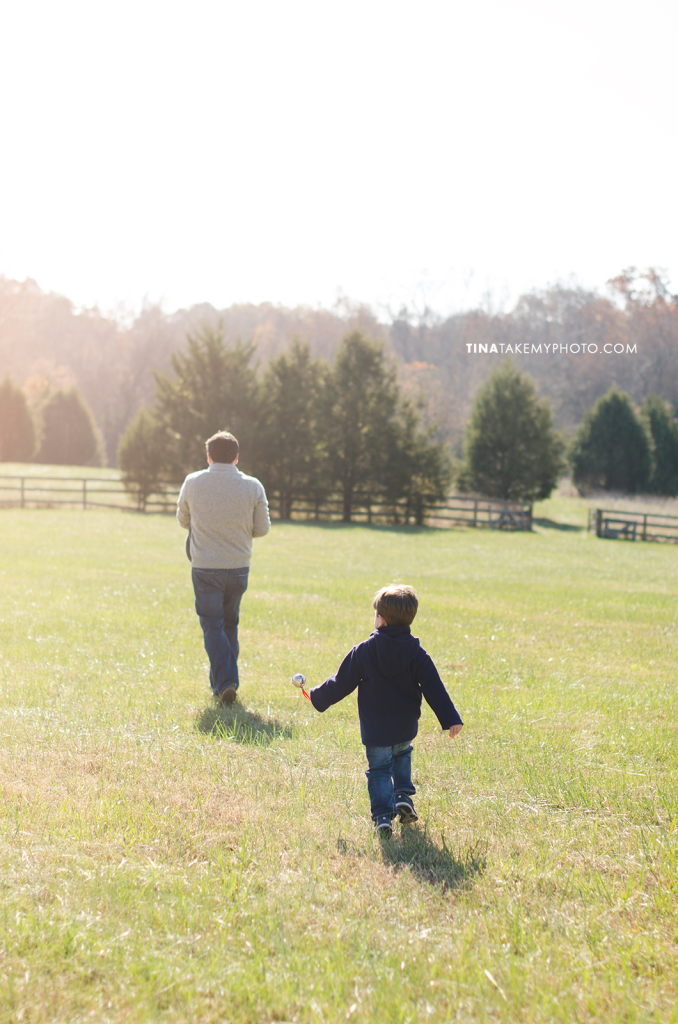 Richmond-Goochalnd-Sunny-Winter-Farm-Field-Family-Dad-Son-Photographer (9)