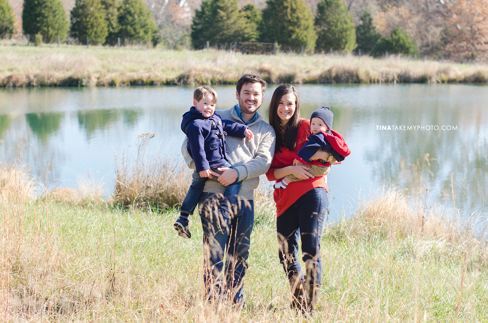 Richmond-Goochalnd-Sunny-Winter-Farm-Lake-Family-Session-Photographer (10)