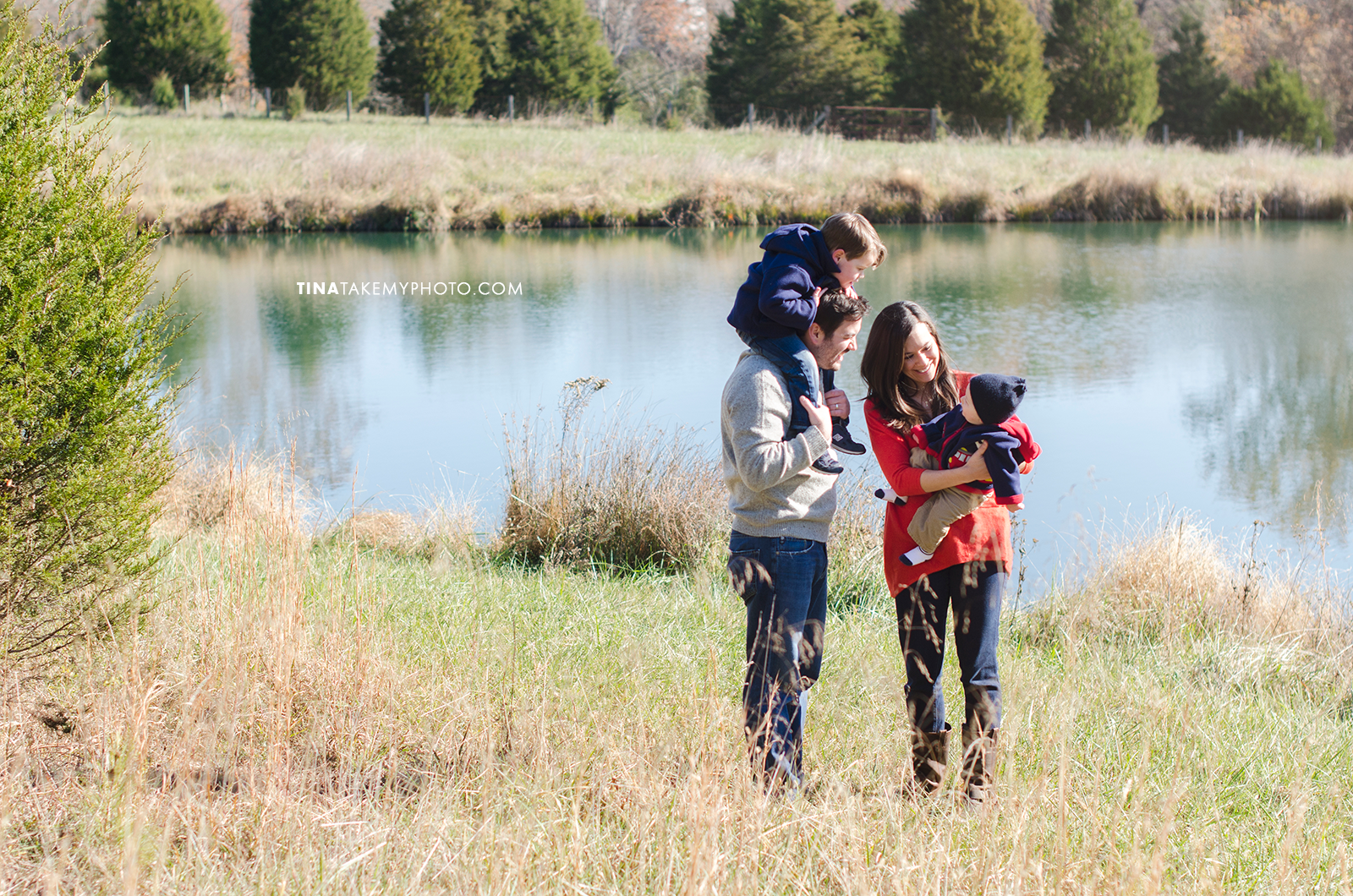 Richmond-Goochalnd-Sunny-Winter-Farm-Lake-Family-Session-Photographer (11)