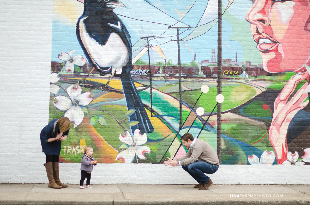Richmond-RVA-Family-Photography-Session-The-Fan-Winter-City-Street-Mural-Baby-04