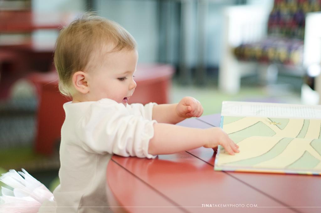1-year-family-baby-photographer-library-books-chesterfield-virginia-rva-photographer-04