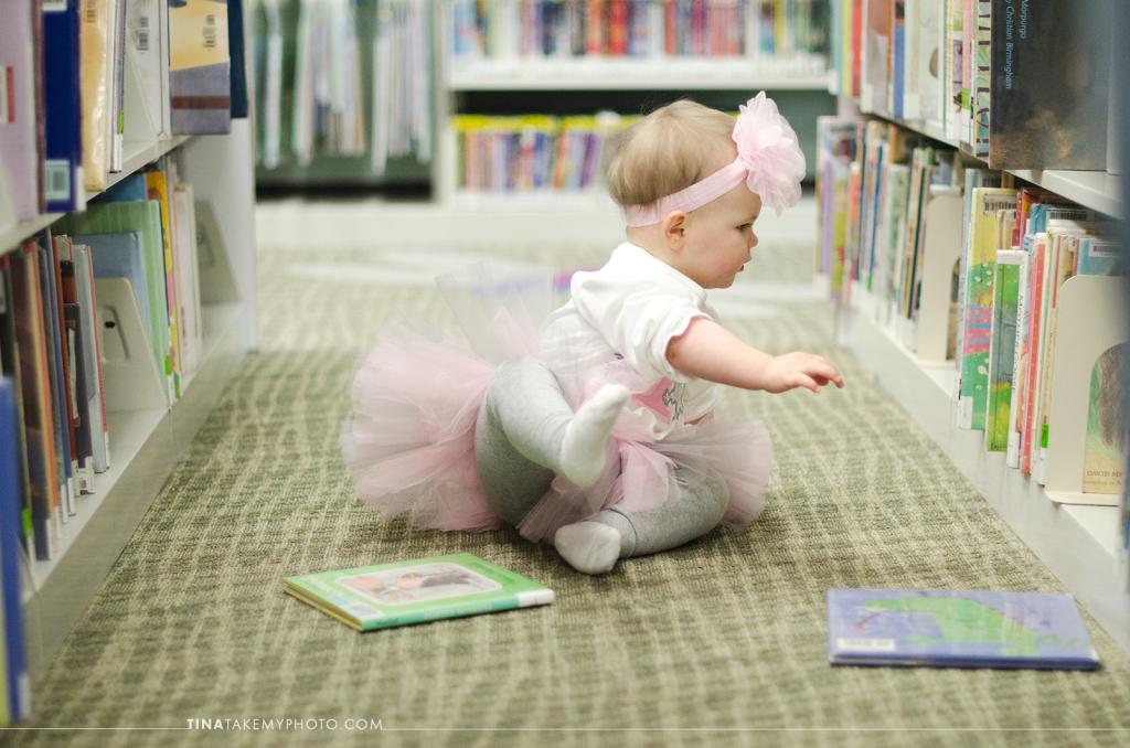 1-year-family-baby-photographer-library-books-chesterfield-virginia-rva-photographer