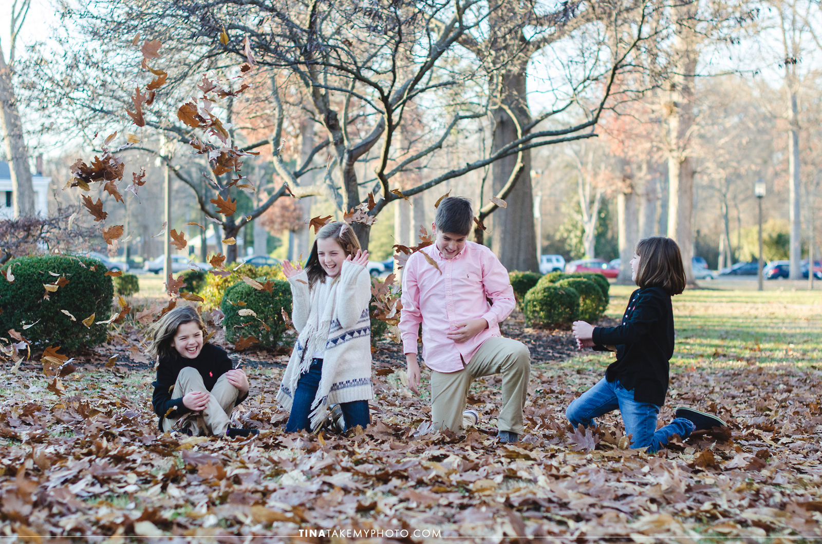 VA-virginia-family-photographer-kids-children-siblings-sunny-ashland-randolph-macon-fall-leaves-playing-laughing