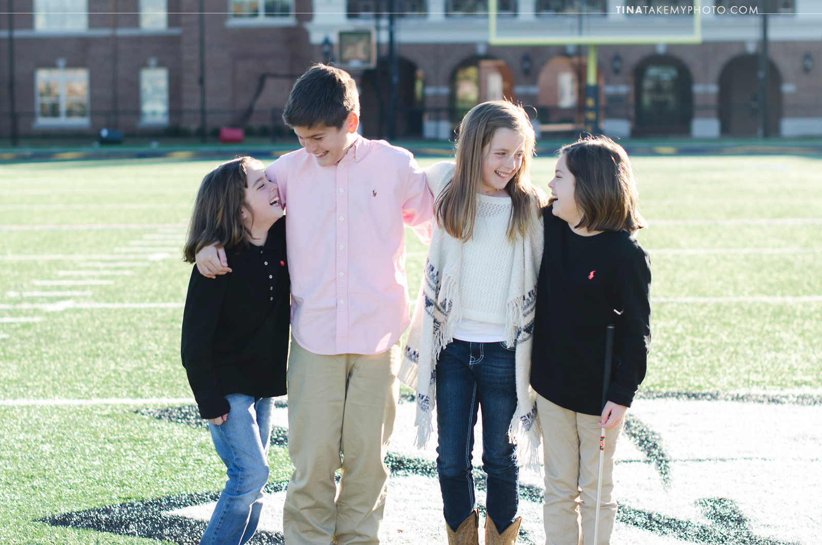 VA-virginia-family-photographer-kids-children-siblings-sunny-ashland-randolph-macon-field-laughing-03