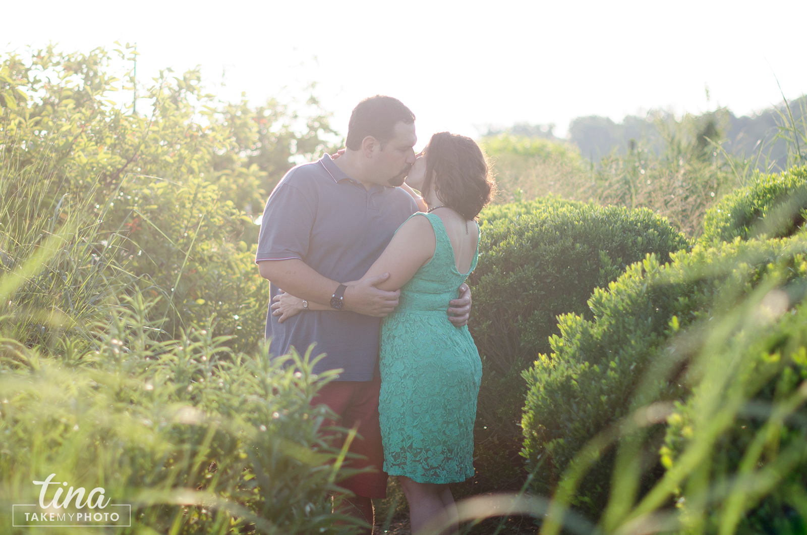 Maryland-Engagement-Wedding-Photographer-Sunny-Summer-Leonardtown-Photo-Session-Waterfront-04