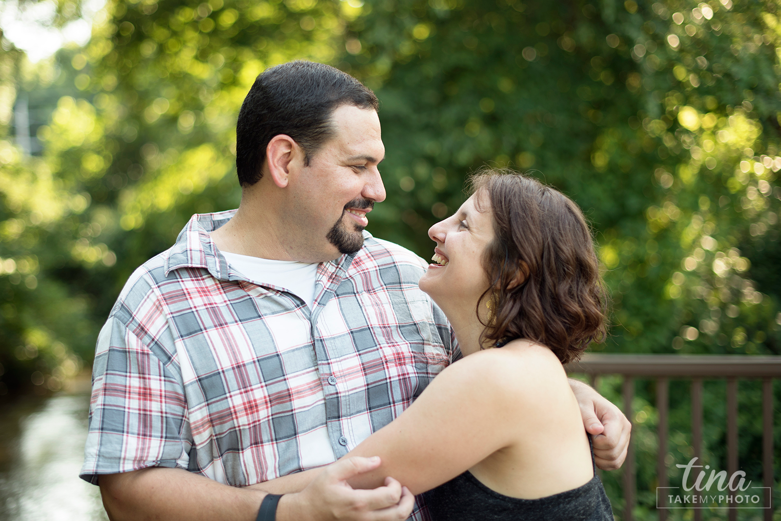 Maryland-Engagement-Wedding-Photographer-Sunny-Summer-Leonardtown-Photo-Session-Waterfront-12