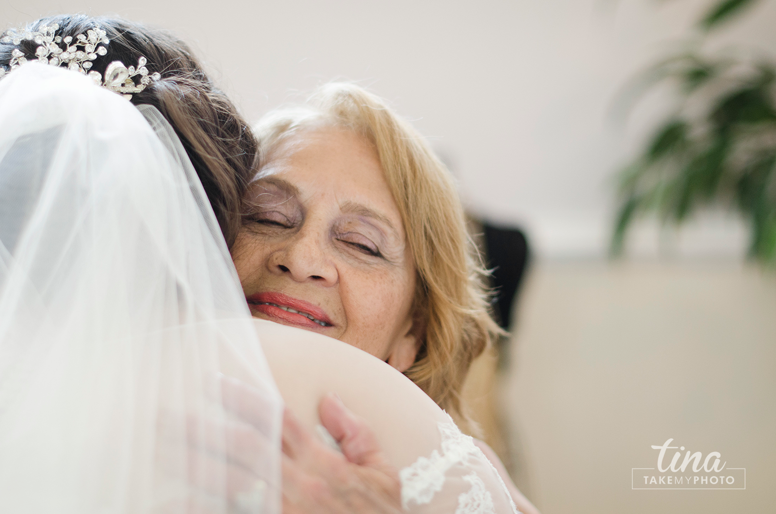 Grandmother-abuela-hug-bride-love-wedding-day-family-wedding-photographer-brandermill-country-club-virginia