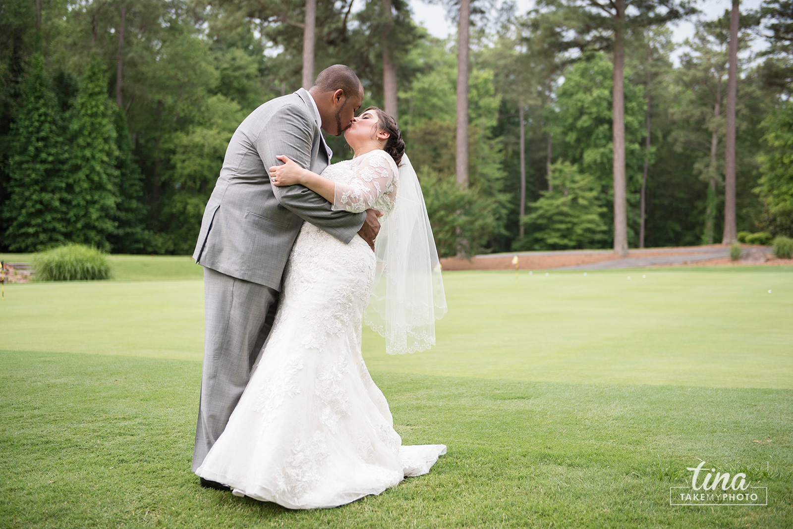 wedding-photographer-bride-groom-portrait-summer-brandermill-country-club-virginia-10-rain