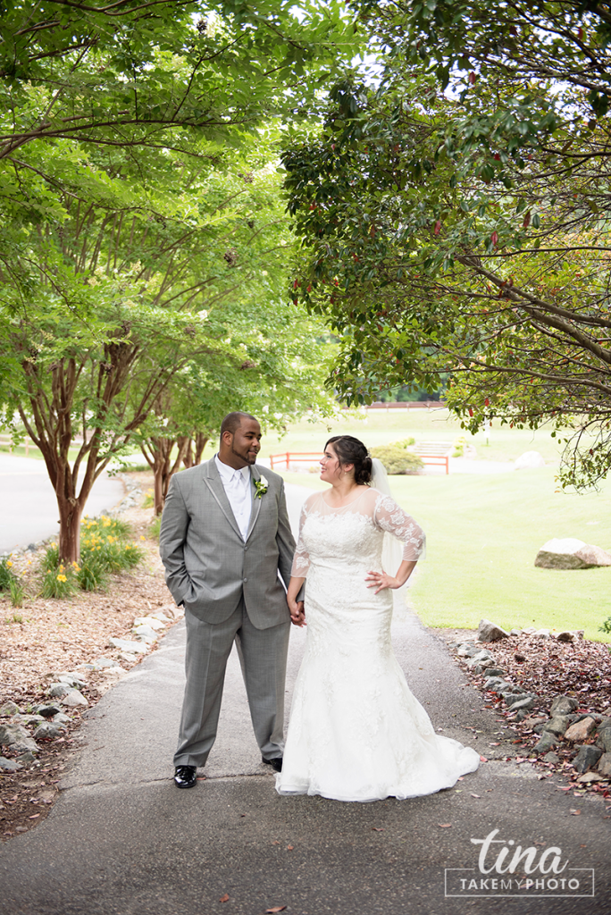 wedding-photographer-bride-groom-portrait-summer-brandermill-country-club-virginia-5-rain