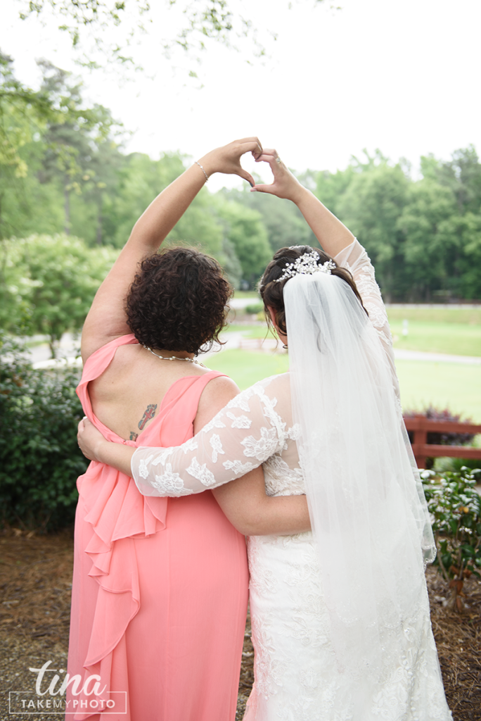 wedding-photographer-bride-maid-of-honor-best-friend-heart-hands-love-portrait-summer-brandermill-country-club-virginia-pink