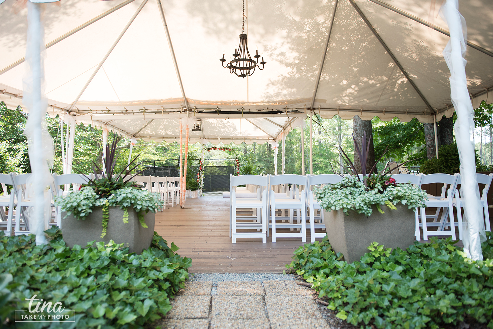 wedding-photographer-ceremony-tent-roses-summer-brandermill-country-club-virginia-1