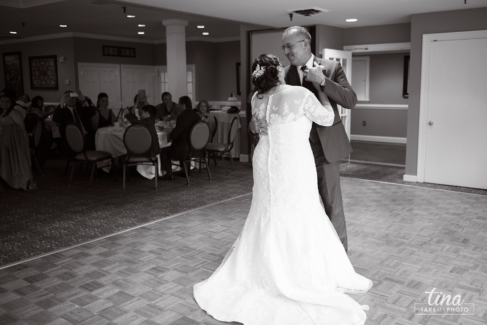 wedding-photographer-father-daughter-dance-summer-brandermill-country-club-virginia-2