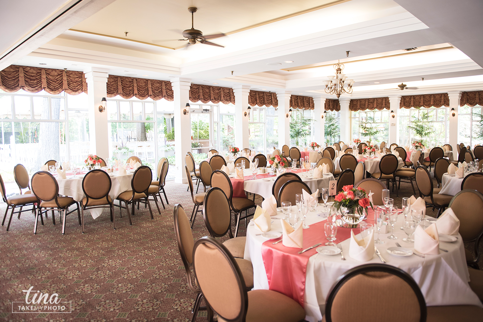 wedding-photographer-reception-formal-dining-room-tables-summer-brandermill-country-club-virginia
