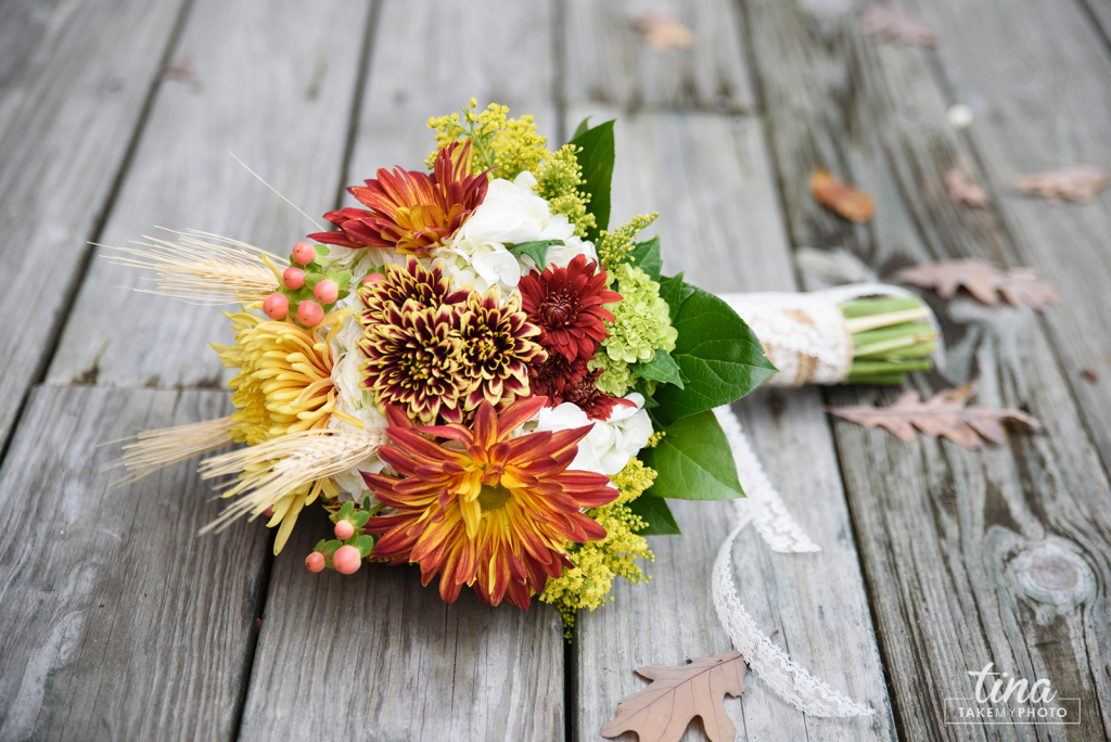 bridal-baouquet-flowers-diy-wood-lace-burlap-fall-colors-red-orange-maroon-Richmond-virginia-wedding-photographer-tina-take-my-photo-celebrations-reservoir-midlothian