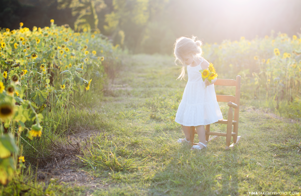 richmond-chesterfield-rva-virginia-family-childrens-photographer-tina-take-my-photo-sunflowers-mini-session-summer-sunny-childhood-unplugged-field-sunshine-happy-family-girl-2