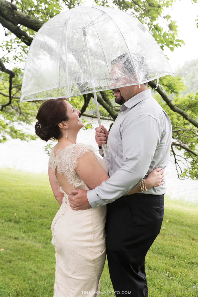 ridge-maryland-md-rainy-spring-wedding-photographer-winery-slack-woodlawn-clear-bubble-umbrella-lake-outdoor-spring-romantic-bride-groom-first-look-trt_0646