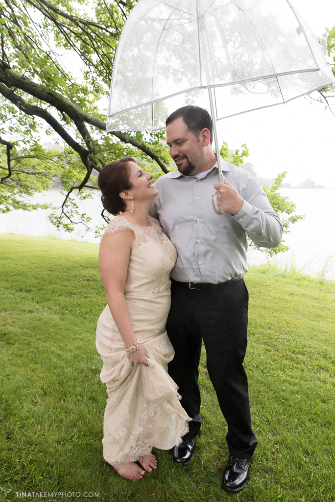 ridge-maryland-md-rainy-spring-wedding-photographer-winery-slack-woodlawn-clear-bubble-umbrella-lake-outdoor-spring-romantic-bride-groom-first-look-trt_0668