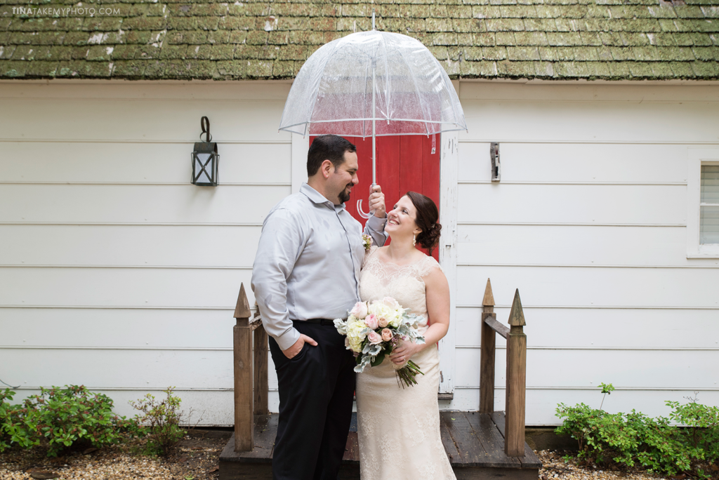 ridge-maryland-md-rainy-spring-wedding-photographer-winery-slack-woodlawn-cottage-red-door-bride-groom-portraits-outdoor-spring-romantic